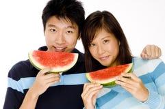 Manger du fruit Photos libres de droits