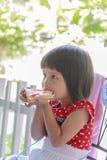 Manger du pain Images libres de droits
