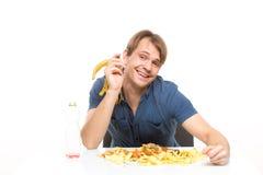 Mangeur d'hommes une banane sur la table beaucoup de saleté Photographie stock libre de droits
