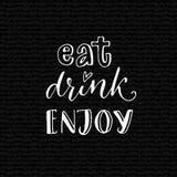 Mangez, buvez, appréciez Citation inspirée pour le café ou l'affiche de barre Conception de lettrage de main sur le fond noir illustration libre de droits