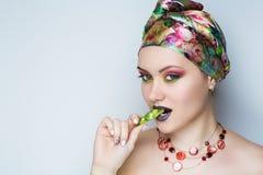 Mangez les bonbons orientaux photo libre de droits