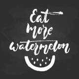 Mangez plus de pastèque - expression tirée par la main de lettrage de vacances de saisons d'isolement sur le fond noir de tableau illustration de vecteur
