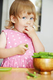 Mangi i piselli Fotografie Stock