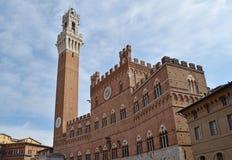 Mangia står hög Siena Royaltyfria Bilder