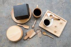 Mangiando gli utensili di concetto della prima colazione fatti di legno Fotografie Stock Libere da Diritti