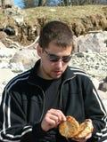 Mangiando nella natura Immagini Stock