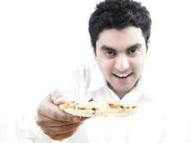 Mangiatore di uomini una fetta di pizza fotografia stock
