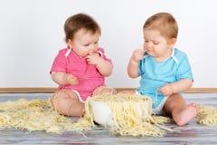 Mangiatori sudici di divertimento felice fotografie stock