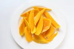 Mango affettato in piatto Immagine Stock Libera da Diritti