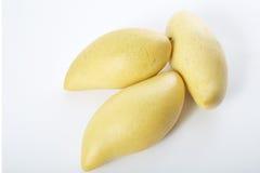 Mango amarillo en un fondo blanco Fotos de archivo