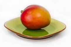 Mango auf einer Platte stockbilder