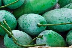 Mango in bamboemand Royalty-vrije Stock Afbeeldingen