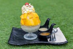 Mango di Bingsu Crema del gelato alla frutta Fotografia Stock