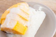 Mango dolce con riso appiccicoso fotografie stock libere da diritti