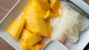 Mango dulce con arroz pegajoso foto de archivo libre de regalías