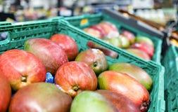 Mango en el estante en tienda del supermercado fotografía de archivo