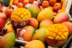 Mango für Verkauf am lokalen Markt Stockfoto