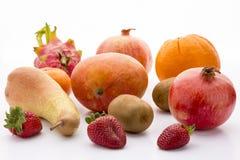 Mango granatäpple, pitaya, apelsin, päron, kiwi och Royaltyfri Fotografi