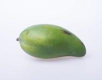 Mango of groene mango op een achtergrond Stock Foto's