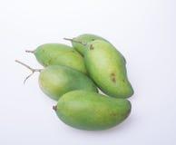 Mango of groene mango op een achtergrond Stock Foto
