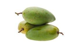 Mango. groene mango op witte achtergrond Stock Foto's