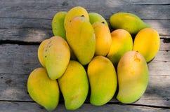 Mango maduro fresco Imagenes de archivo