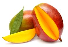 Mango med bladet och skivor Fotografering för Bildbyråer