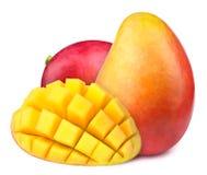 Mango mit Scheiben zu den Würfeln lokalisiert Stockbild
