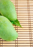 Mango na drewnianym tle Fotografia Royalty Free