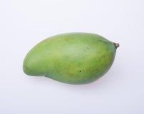 Mango o mango verde en un fondo Imagen de archivo libre de regalías