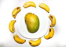 Mango- och bananfrukter royaltyfri fotografi