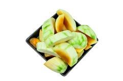 Mango, Rijpe mango's klaar om op zwarte schotel te eten Stock Afbeeldingen