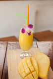 Mango Smoothie Lizenzfreies Stockfoto