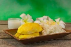 Mango und klebriger Reis Lizenzfreie Stockbilder