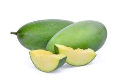 Mango verde fresco isolato su bianco immagini stock libere da diritti