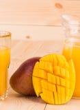 Mango y jugo Fotos de archivo libres de regalías