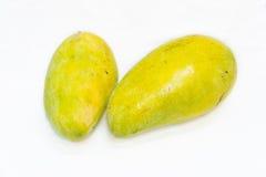 Mango zwei auf weißem Hintergrund Stockfoto