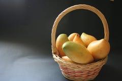 Mangoe Korb Stockbild