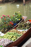 Mangoes and other fruits for sale at Damnoen Saduak Floating Mar Royalty Free Stock Images