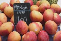 Mangofrüchte in einem Telefonverkehr Lizenzfreies Stockfoto