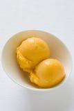 Mangofrucht-Sorbet lizenzfreies stockfoto