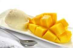 Mangofrucht und Eiscreme Stockbild