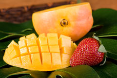 Mangofrucht und Erdbeere Stockfoto