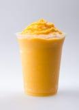 Mangofruchtjoghurt, Milchshake   Stockfoto