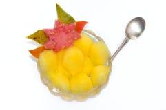 Mangofruchtsalat getrennt Stockbild