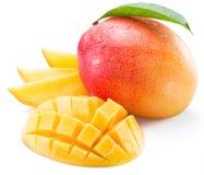 Mangofrukt- och mangoskivor arkivbild