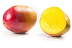 Mangofrukt som isoleras på vit fotografering för bildbyråer