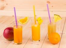 Mangofruktsaft arkivfoton
