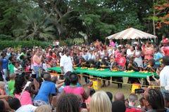 MangoMeleemango som äter strid på St Croix Arkivbilder
