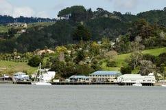 Mangonui村庄在北国新西兰 免版税库存照片